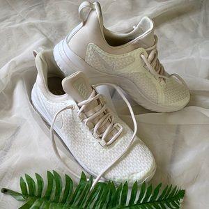Nike Sneakers White 9.5 NEW!